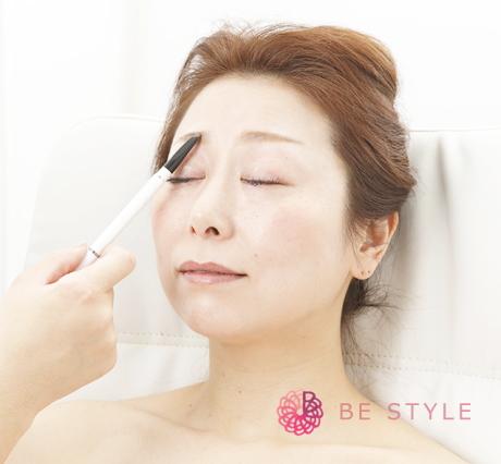 眉デザイニングは顔立ちや骨格からひとり一人に合った、ふさわしい美眉へと導きます